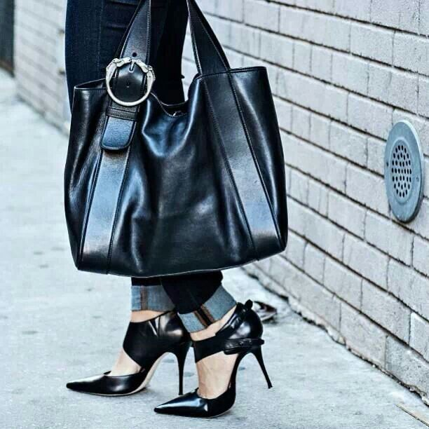 The handbag and those stunning shoes....glad she accessorized them with her clothes!