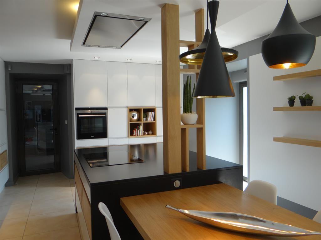 Superbe Et Pratique La Cuisine Ama C Naga C E Avec Ilot Central Vous Deco Cuisine Moderne Cuisine Moderne Deco Interieure