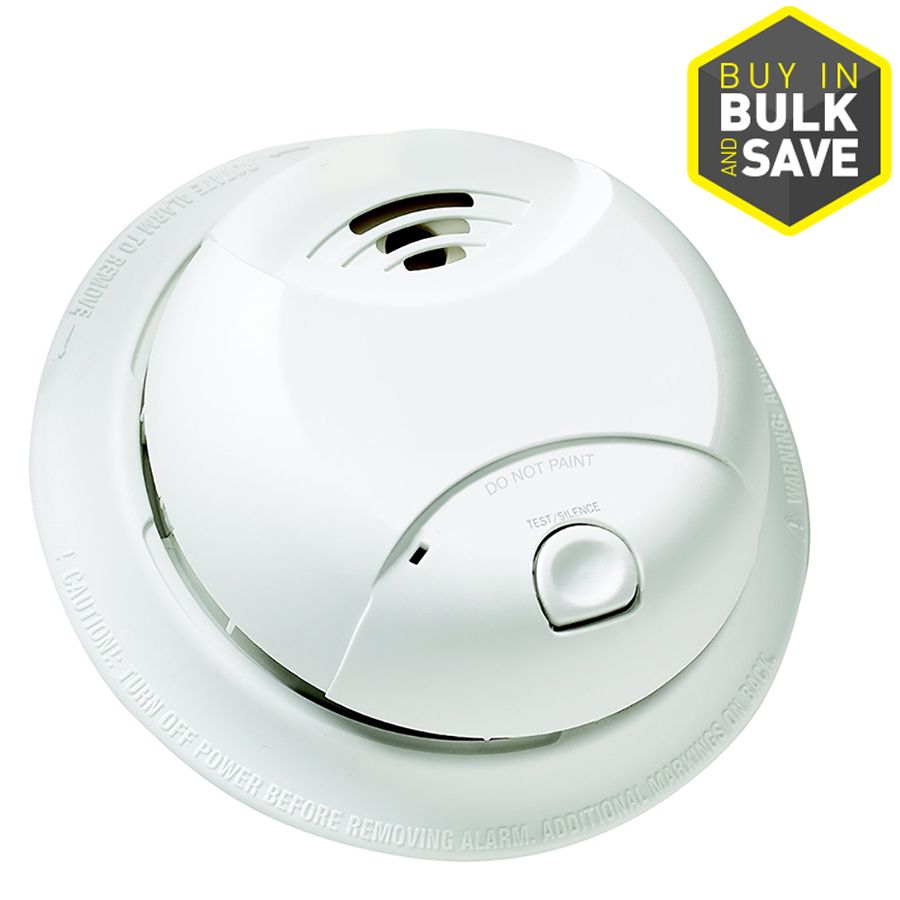 First Alert 10 Year Battery Operated 3 Volt Smoke Detector In White 0827b In 2020 Smoke Detector Smoke Alarms Battery Operated