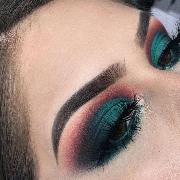 Photo of Get The Halo Eyeshadow Look With These Tips & Gorgeous Inspo