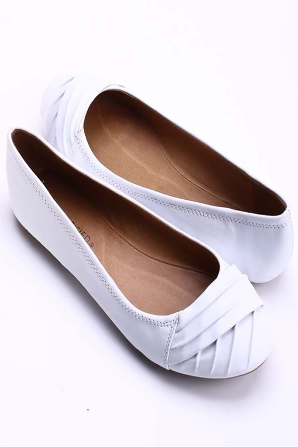 WHITE FAUX LEATHER CROSS OVER BALLERINA