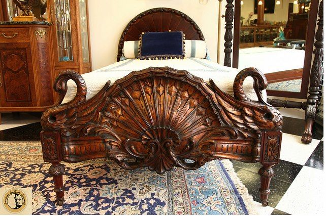Reproduction Beds Hand Carved King Or Queen Bed Of Solid Wood With Gold Leafs Decors From A Castle Distinctive For Its Traditional Properties
