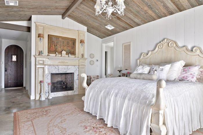 romantische-schlafzimmer-einrichtung-country-stil-kronleuchter-weiß ...