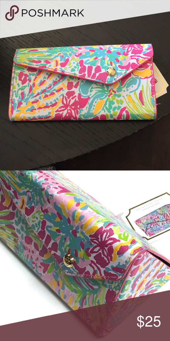 6aafcaf825 NWT Lilly Pulitzer foldable sunglass case NWT Lilly Pulitzer foldable sunglass  case in Spot Ya. 6 1 8