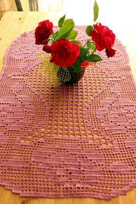 Carolina Crochet: Caminho de mesa - rosas