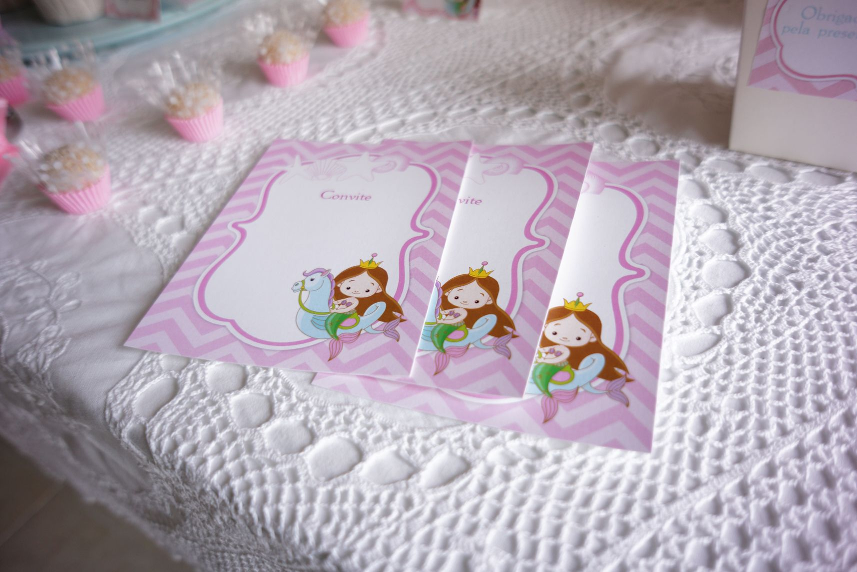 convites e forminhas com tapetinhos