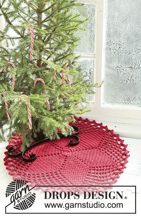 Pie de árbol / tapete de Navidad DROPS en ganchillo con motivo de ...