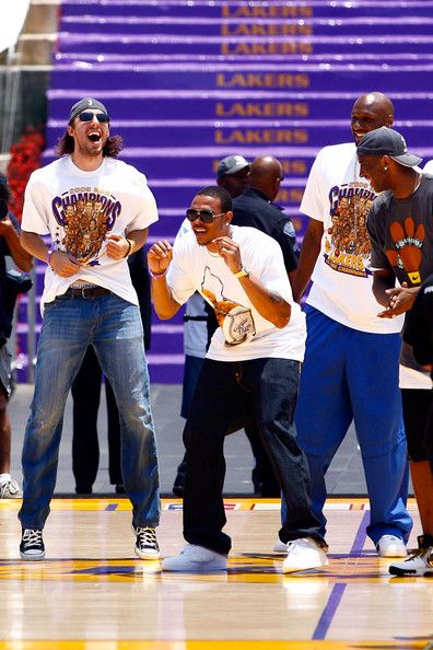 Lamar Odom Kobe Bryant Photos Photos Los Angeles Lakers Nba Finals Championship Victory Parade Kobe Bryant Pictures Kobe Bryant Black Mamba Kobe Bryant