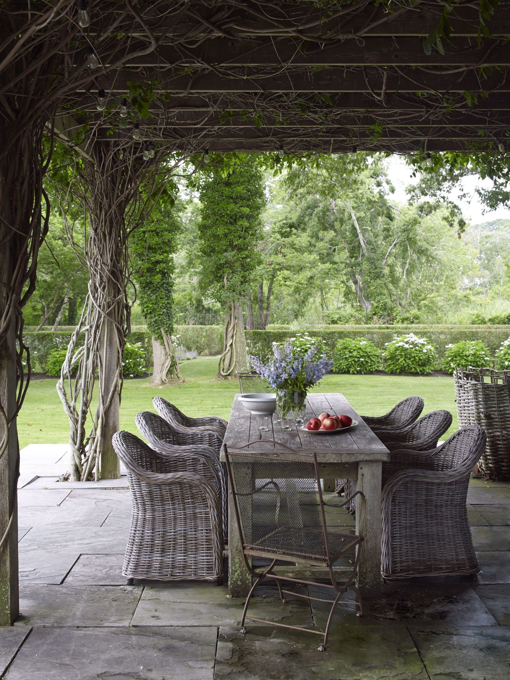 8 Outdoor Dining Spaces That Will Immediately Transport