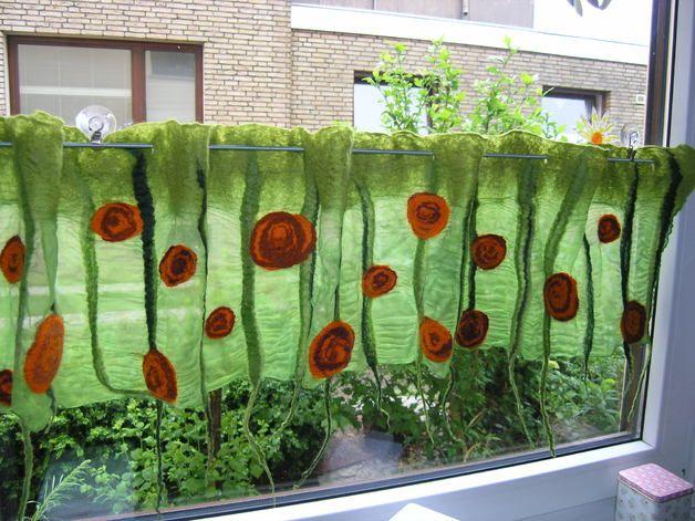 gardinen gardine sommerrosen gefilzt ein designerst ck von feltbee bei dawanda gardine. Black Bedroom Furniture Sets. Home Design Ideas