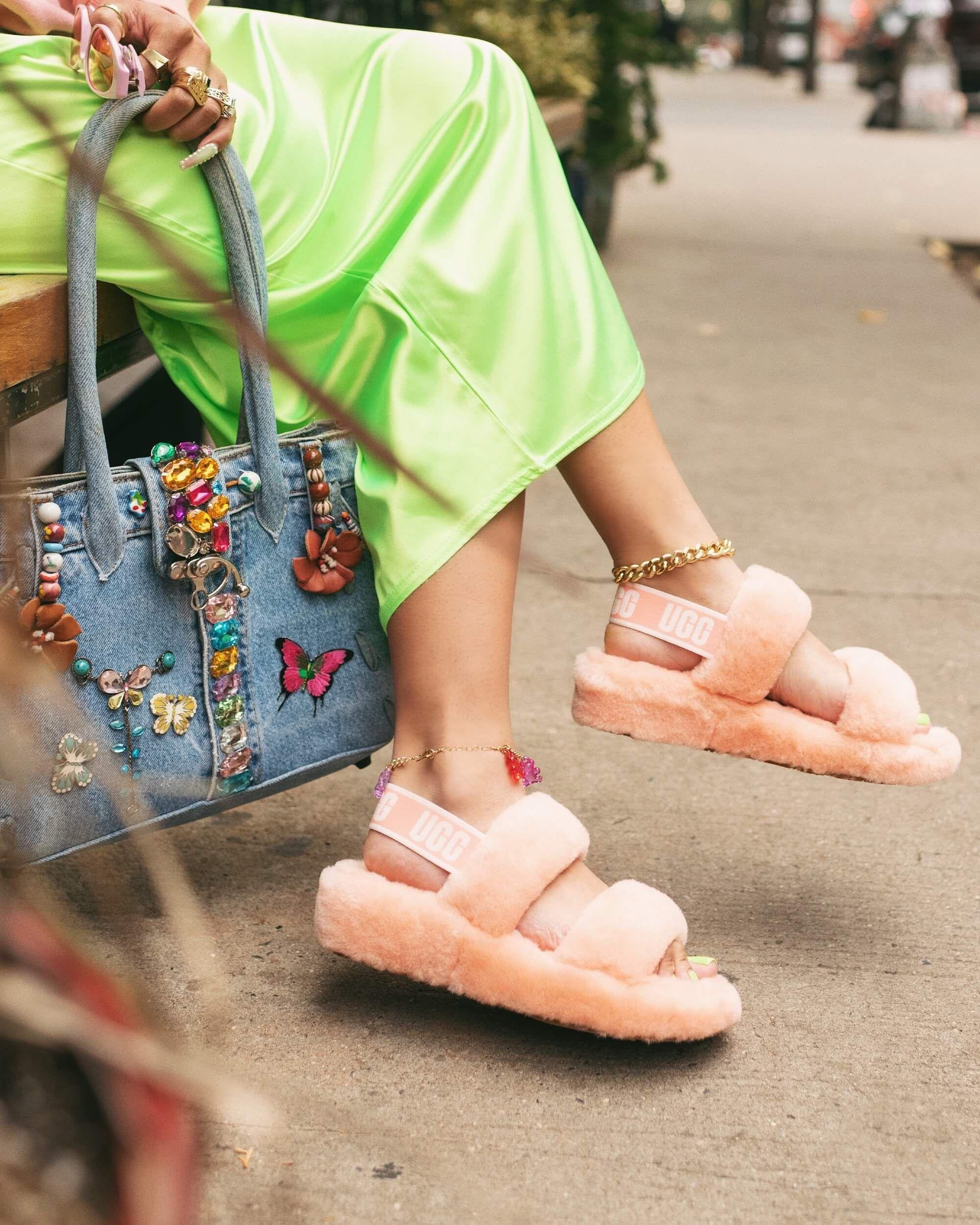 Oooh Yeah Womens Fun Furry Slide Sandals