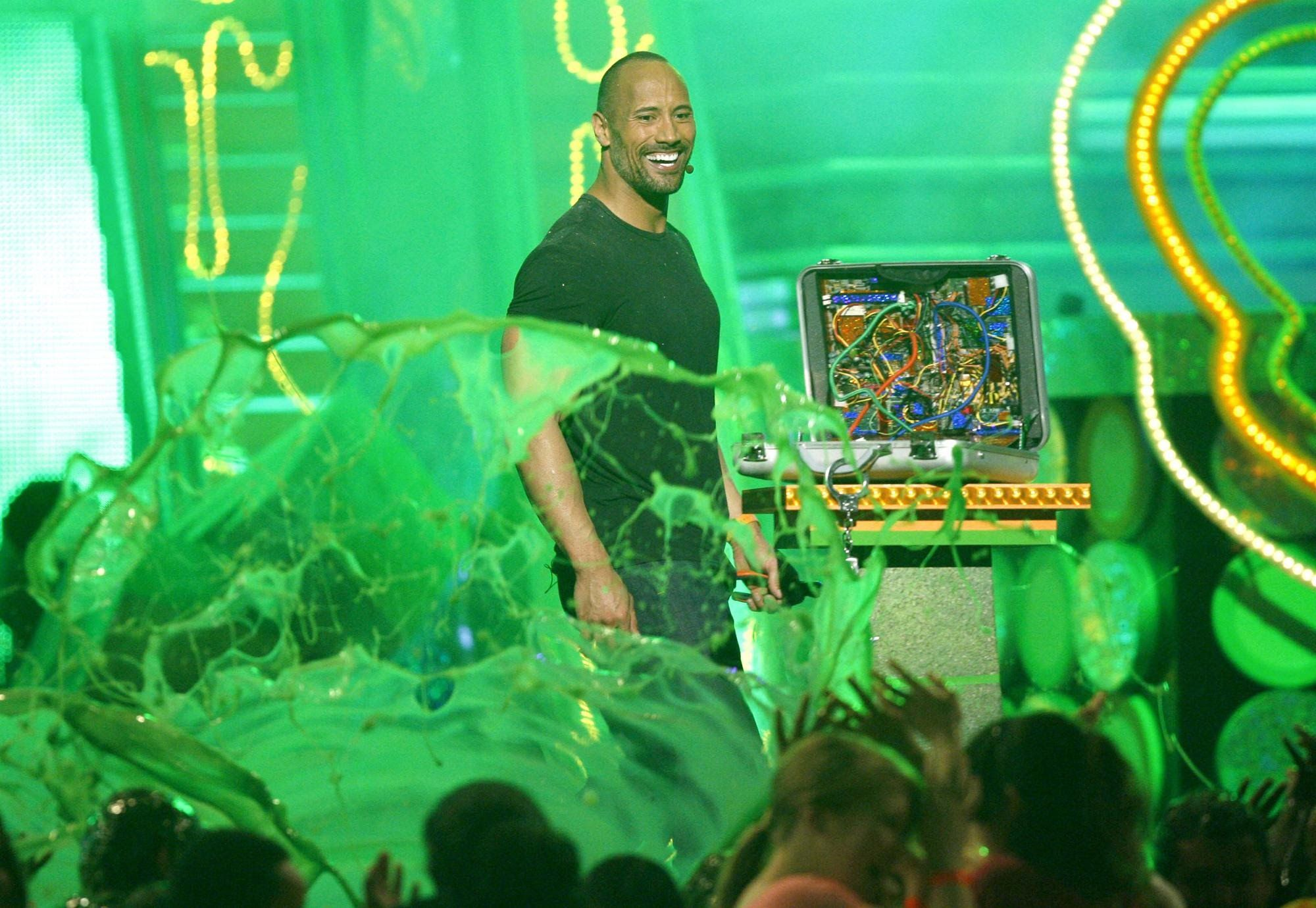 "Dwayne ""The Rock"" Johnson Slimed ►KCAs 2009"