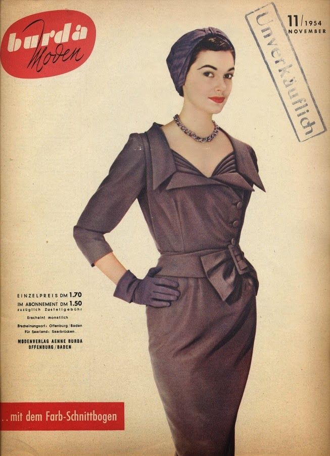 Enchanting monochromatic dark purple 1950s ensemble. #vintage #1950s #fashion #dresses