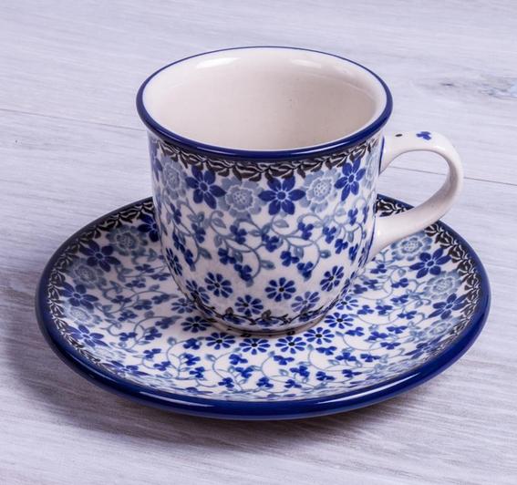 SET TAZA CITY MOKA CON PLATO MELODY Handmade with love. Este producto ha sido elaborado y pintado a mano por expertas artesanas. Doble cocción a 1300ºC única en el mundo, brillo y dureza extraordinarios en el uso diario. #taza #handmade #deco #hogar#cocina #tazas #café #coffee #pottery #artesanal #ceramica #platos #postre #dishes