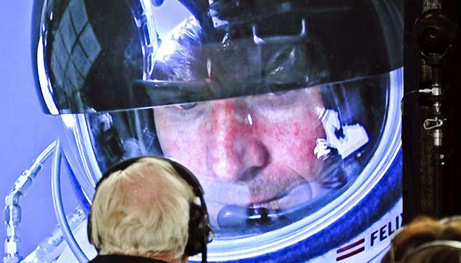 Felix Baumgartner, makes histoty / F. Baumgartner un salto supersónico de récord