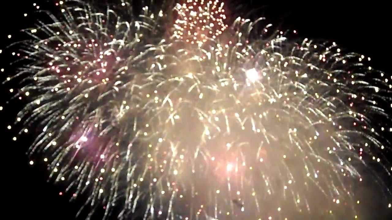 This fantastic firework display video lights up the sky