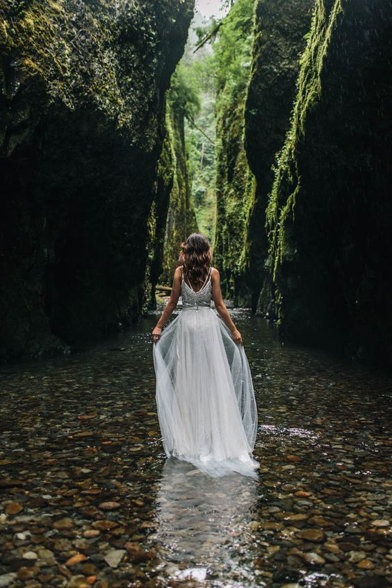 organic riverbed elopement inspiration in oregon // portland, or wedding & elopement photographer — Jess Hunter - Photographer