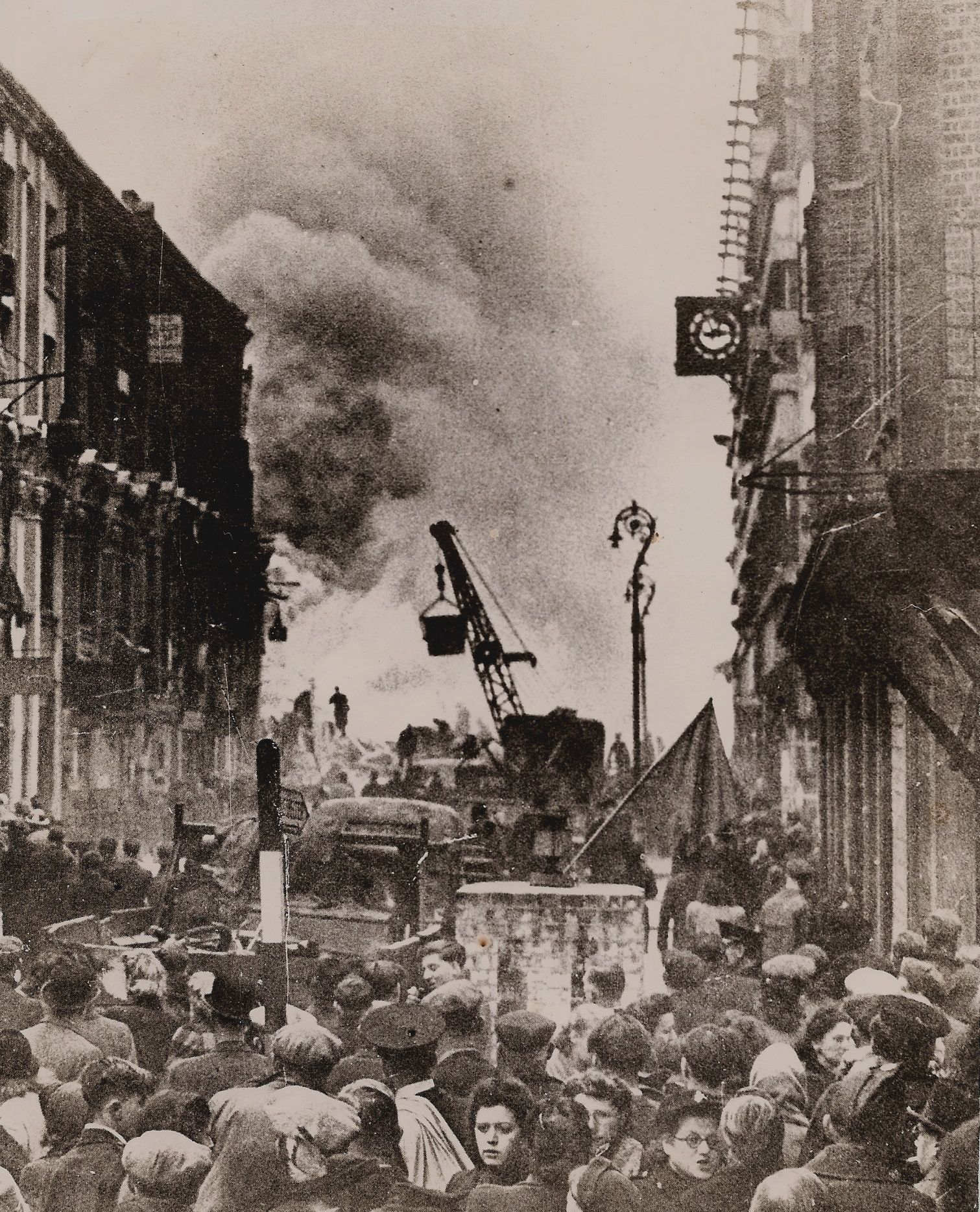 the explosion of the v2 rocket at the top of middlesex st in 1944