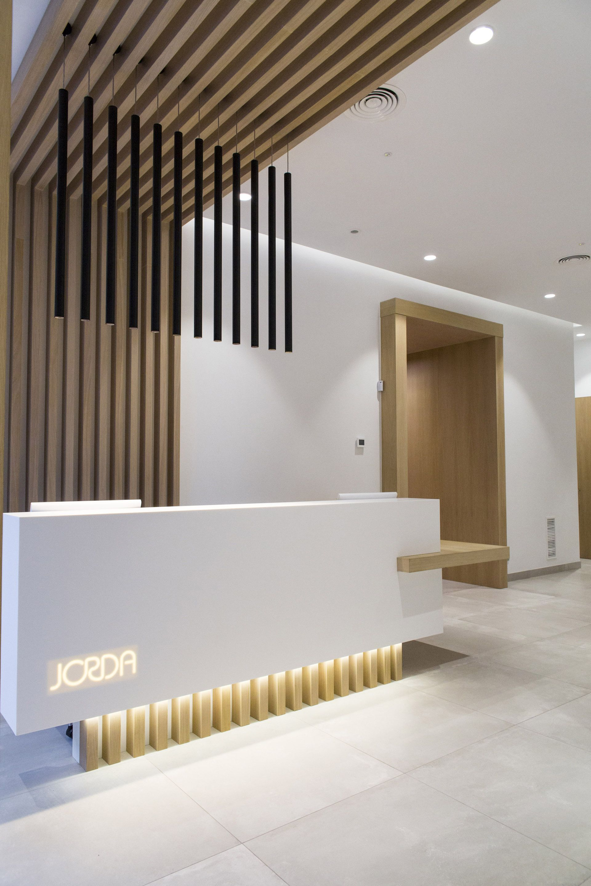 clnica dental jord bano interiorismo pinterest reception reception desks and desk design modern architecture interior office e32 architecture