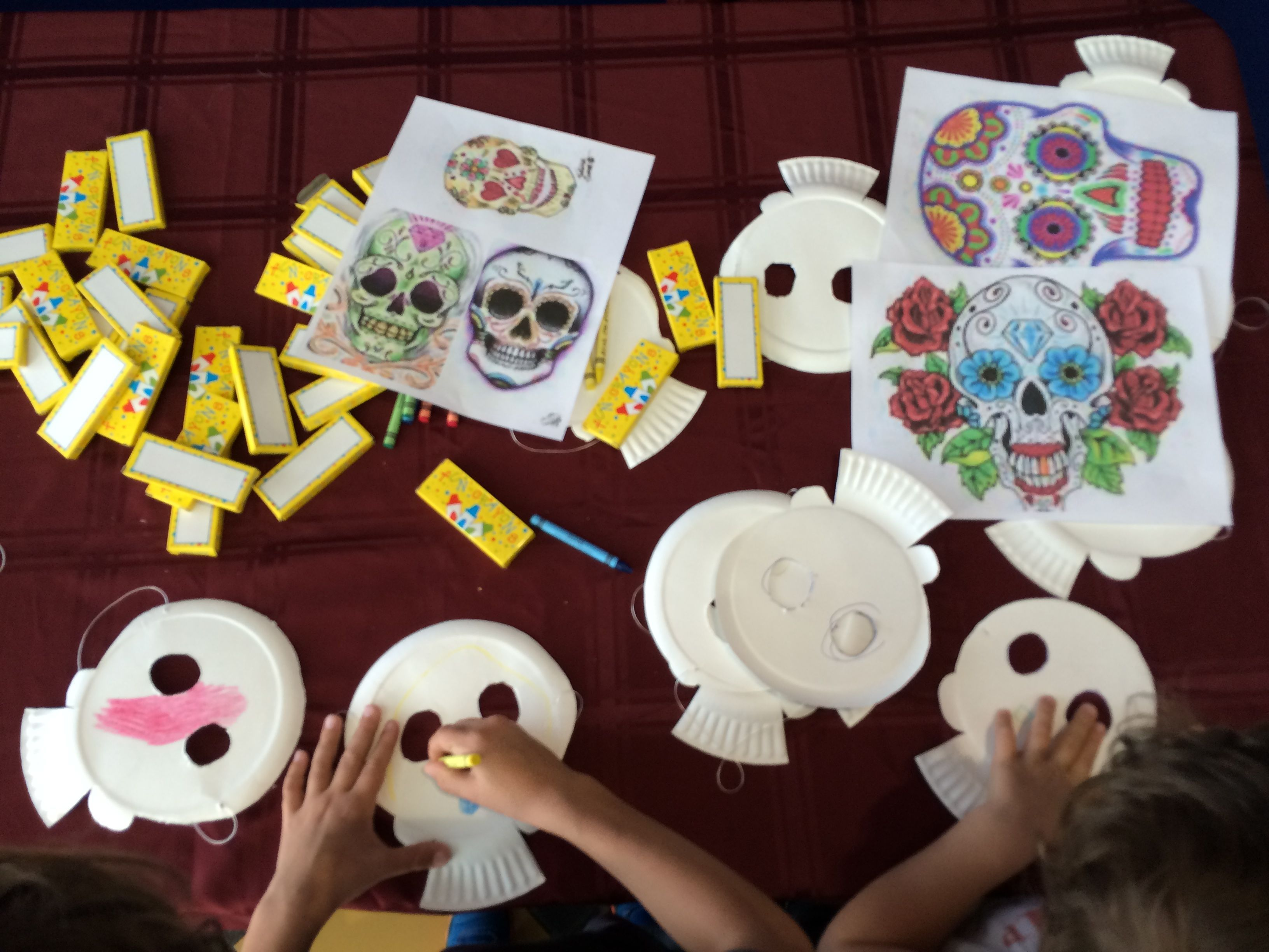 Cool paper plate craft idea to celebrate Dia de los Muertos and The Book Of Life & Cool paper plate craft idea to celebrate Dia de los Muertos and The ...