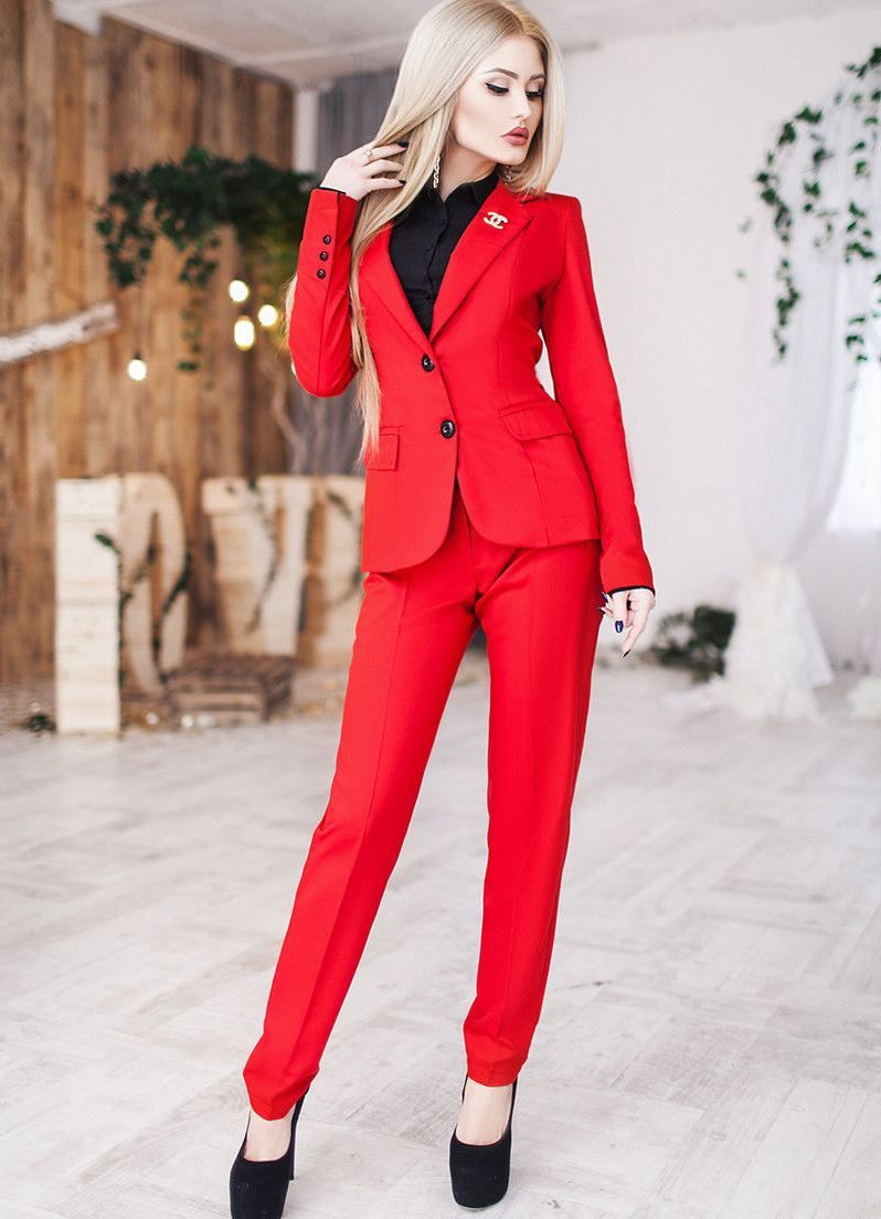 00be427bde2 Женский красный брючный костюм