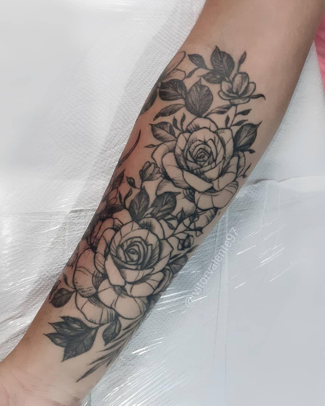 🌸Arte cicatrizada, fechamento de antebraço.  Cobertura com peonias em tema floral. . . . . . . . . . . . . #peoniatattoo #peonias #peoniastatuagem #rastelado #boldline #fineline #neotrad #neotattoo #neotradtattoo #blackwork #blackworktattoo #blackworktattoo #blackworktattooartist #flores #florestattoo #tattoo #tatuagens #tatuagem #tatuagemfeminina #tattoogirls #tatuagemnobraco