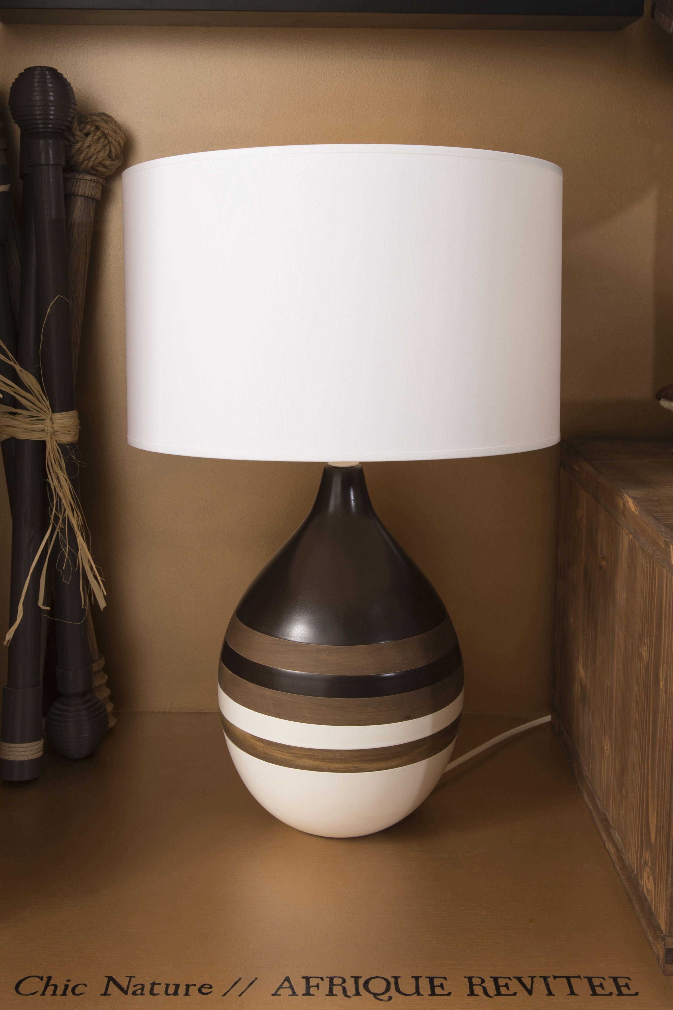 une lampe de chevet poser avec son pied en c ramique leroymerlin lampe chevet tendance. Black Bedroom Furniture Sets. Home Design Ideas