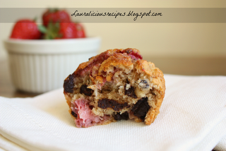 Lauralicious Recipes: Rolled oats, dark chocolate and strawberry muffins