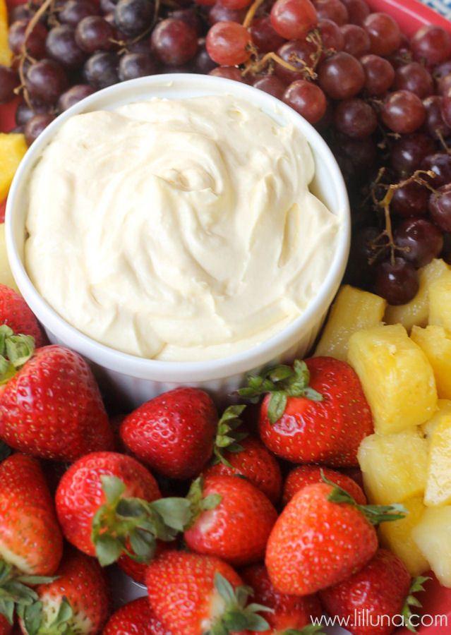 Fruit eet je met een Vanille dip- snel, makkelijk maar vooral erg lekker. #lekker #fruit #toetje #Verstegen
