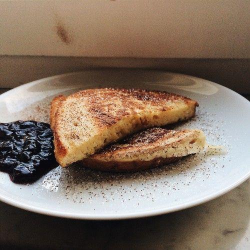 Mat med vänner: fattiga riddare 2 st ägg 1.5 dl mjöl 1.5 dl mjölk Socker Kanel Smör