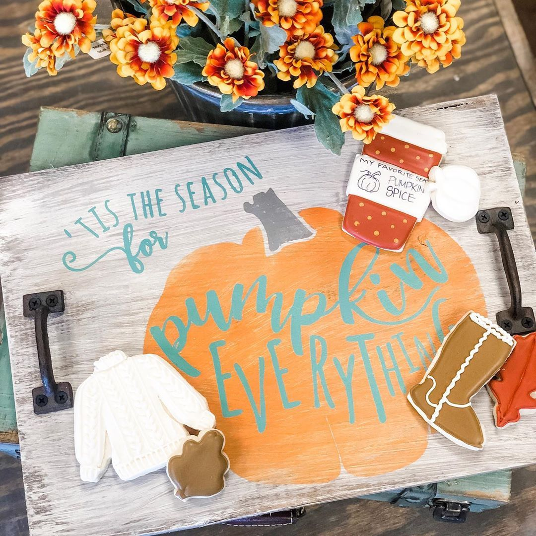 Are you a cookie fanatic like me- and want to learn some of the tricks of the trade? We have the perfect workshop for you! Cookie decorating with @irenesdesserttable and then a DIY tray to display your tasty treats! November 3rd at 2 pm. Link in bio to register!