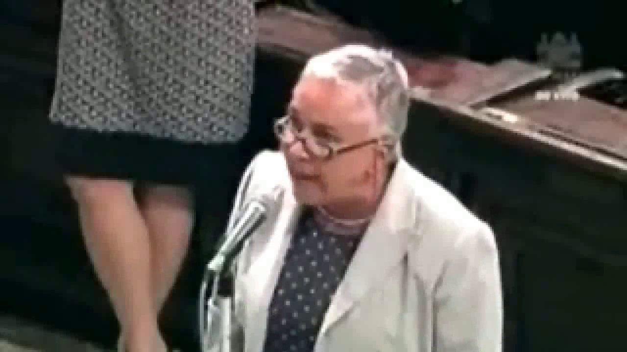 Olha como essa deputada calou os colegas, é de  políticos assim que prec...