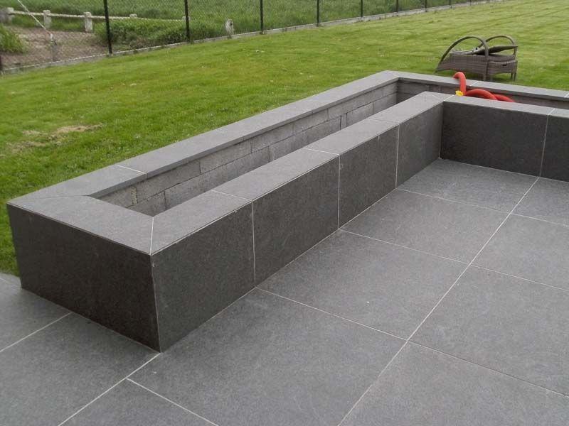 Bloembakken met dezelfde tegels als het terras tuin pinterest tuinen planters en grijs - Muur tegel installatie ...