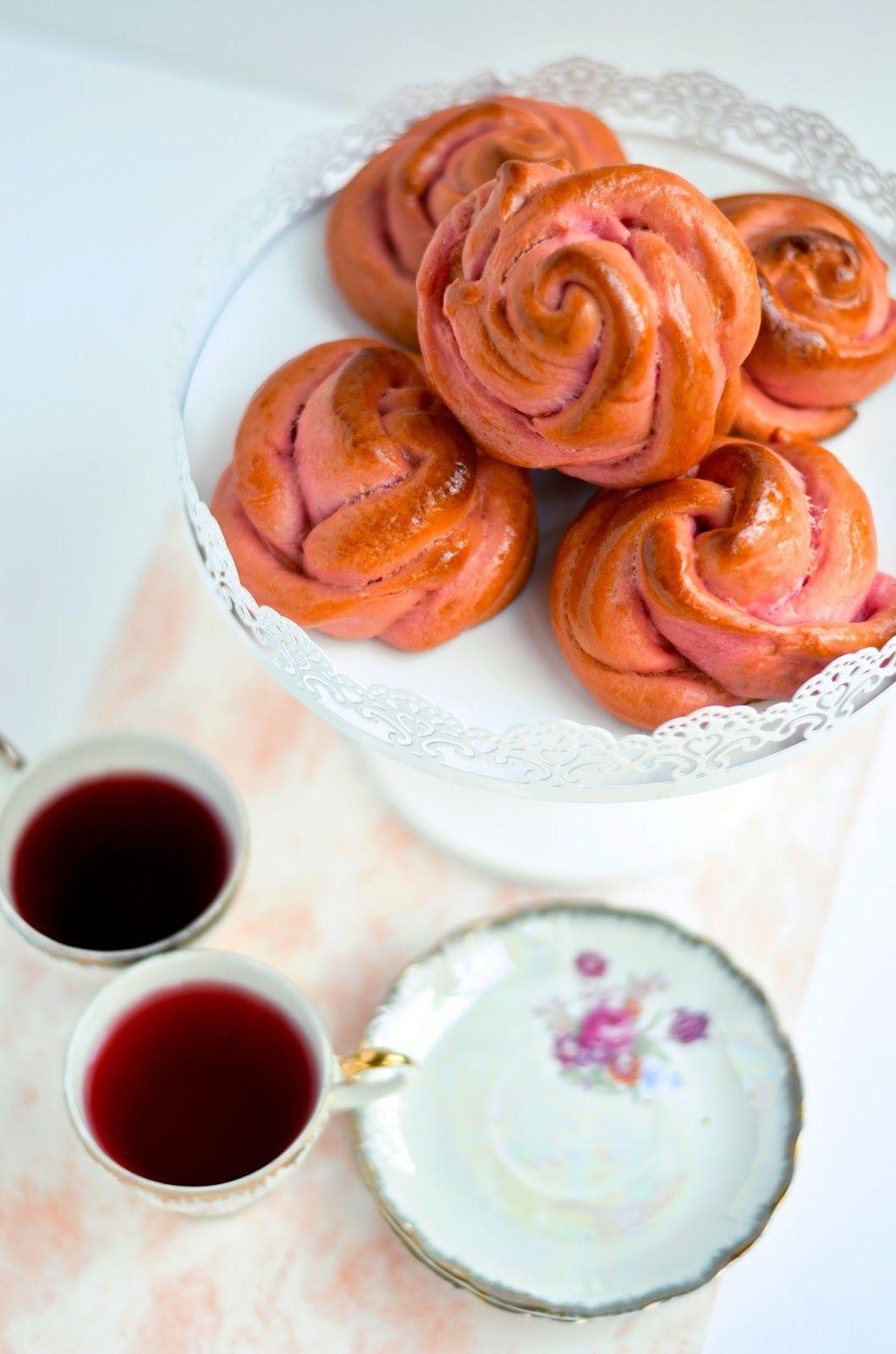 Strawberry tea roses
