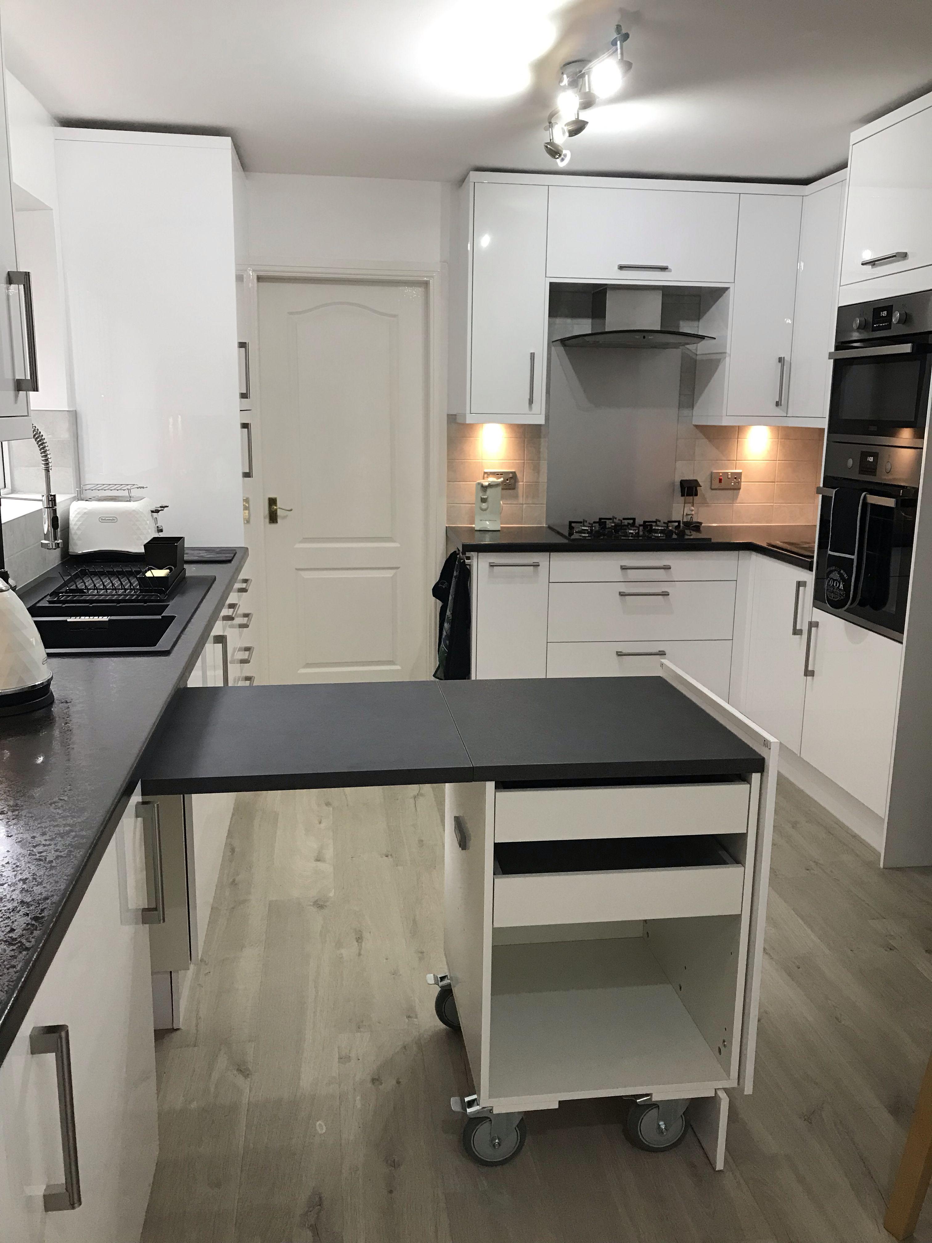 Nova White Gloss kitchen, with Luna laminate worktops that