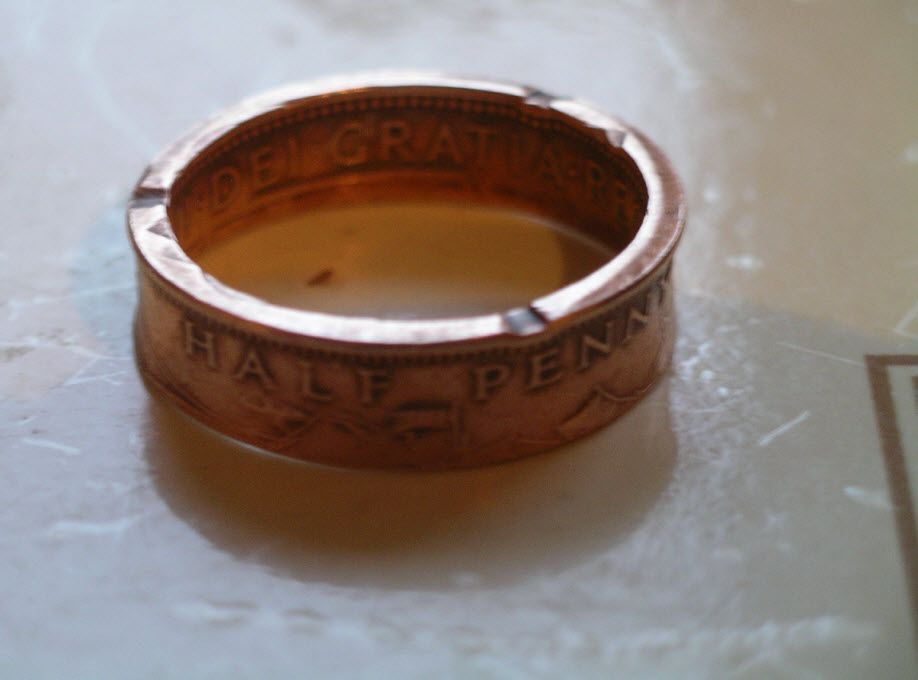 Double Sided coinring from British Half Penny 1966