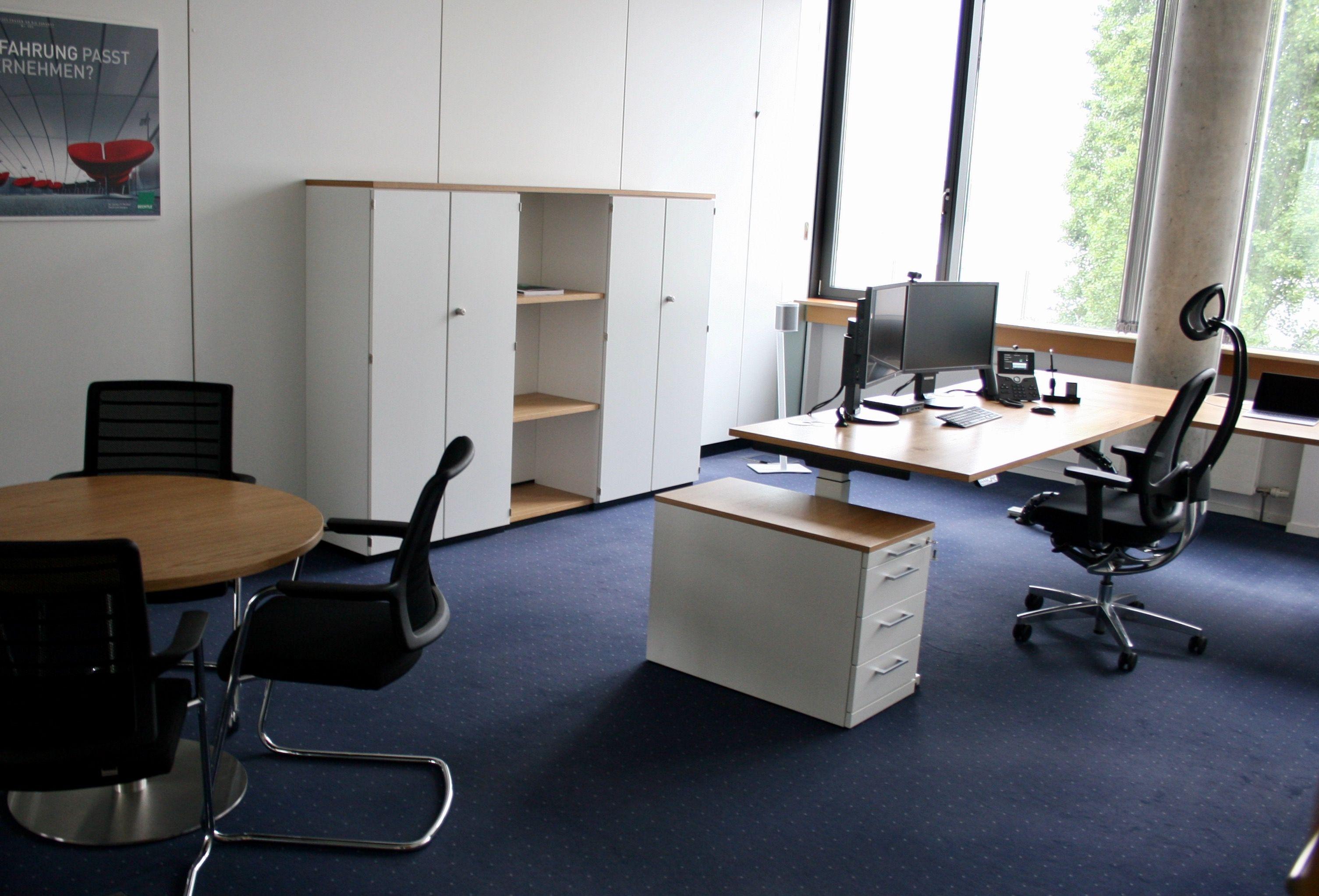 Delightful Einfache Dekoration Und Mobel Flexibel Und Hochwertig Bueroeinrichtung Mieten #5: Einzelbüro Mit Elektrisch Höhenverstellbarem Schreibtisch By Kühnleu0027waiko  #office #furniture #workspace #