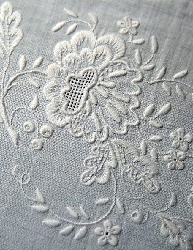 Вышивка белая гладь как украшение одежды новые фото
