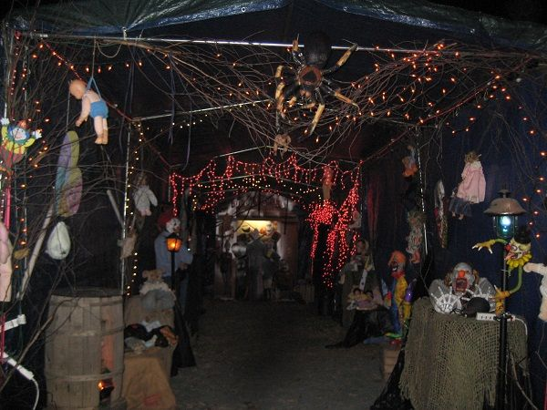Halloween Decorations 2013 The Carport At Night Cosas De Halloween Halloween Decoracion De Unas