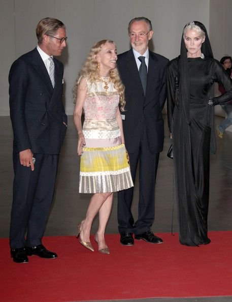 Franca Sozzani Photos - Lapo Elkann, Franca Sozzani, Mauro Moroni and Daphne Guinness attend the 2012 Convivio charity gala event on June 7, 2012 in Milan, Italy. - 2012 Convivio - Arrivals