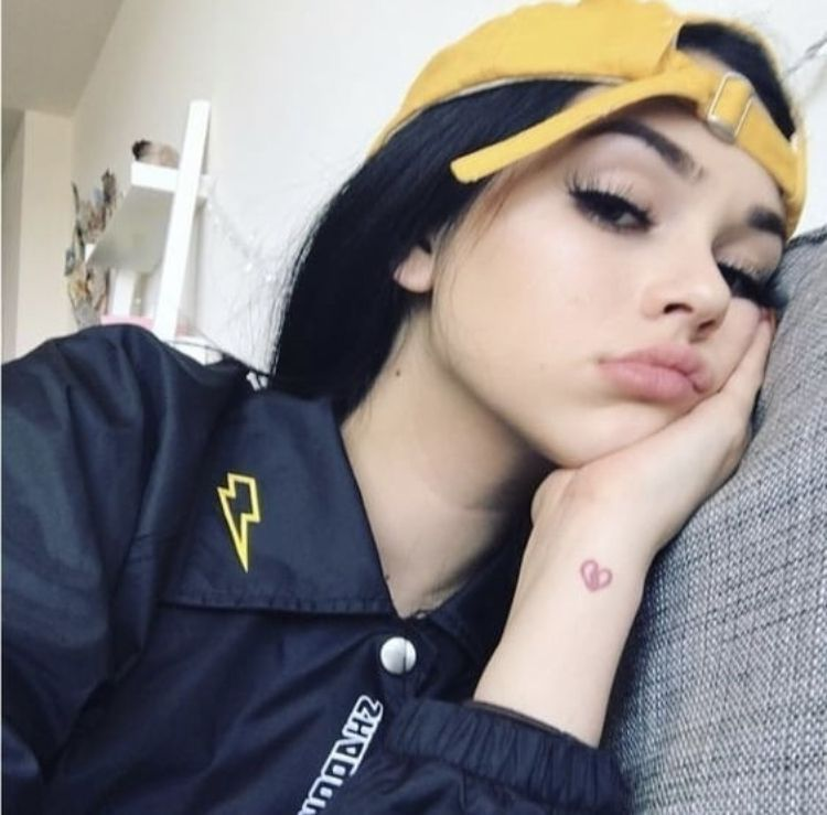 Capo Plaza Interlude In 2021 Maggie Lindemann Girls Selfies Girl Photo Poses