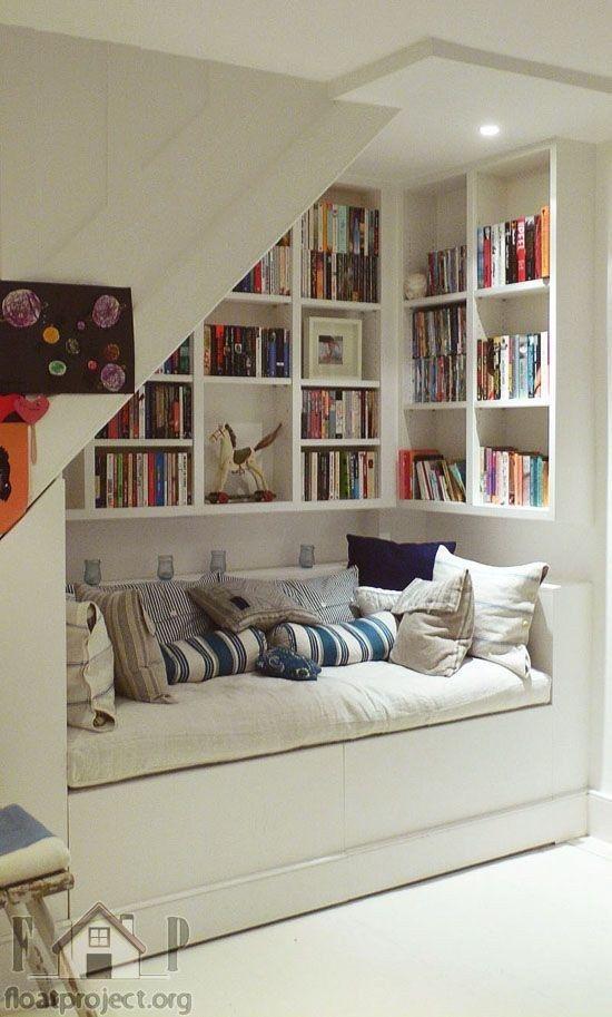 Utilize the space under the stairs 49 Clever Storage Solutions - einrichtungsdeen fur hausbibliothek bucherwand