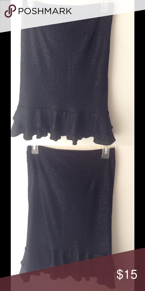 Sexy body conscious ruffle skirt, size 0 Showing off your curve, very sexy above knee skirt, black and silver glitters, in gently used condition Skirts Mini