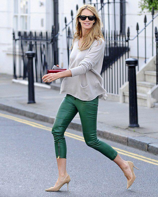 la modella mafia model off duty street style 2013 Elle Macpherson in green leather capri trousers with an oversize sweater and nude pumps 2