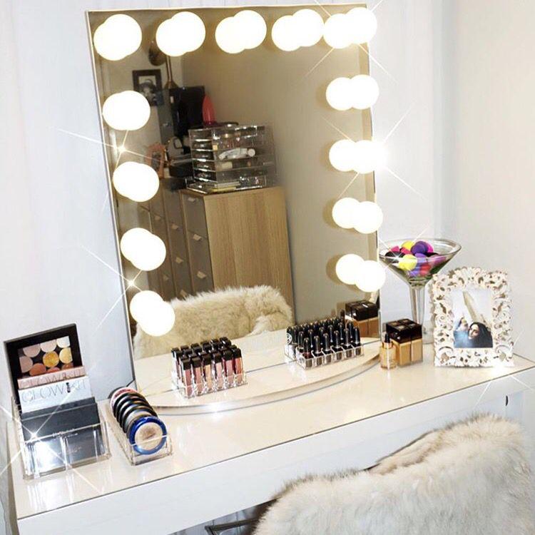 Drool   this all white Makeup Room belongs to celebrity MUA  ash kholm  featuring Vanity GirlDrool   this all white Makeup Room belongs to celebrity MUA  . Vanity Girl Makeup Desk. Home Design Ideas