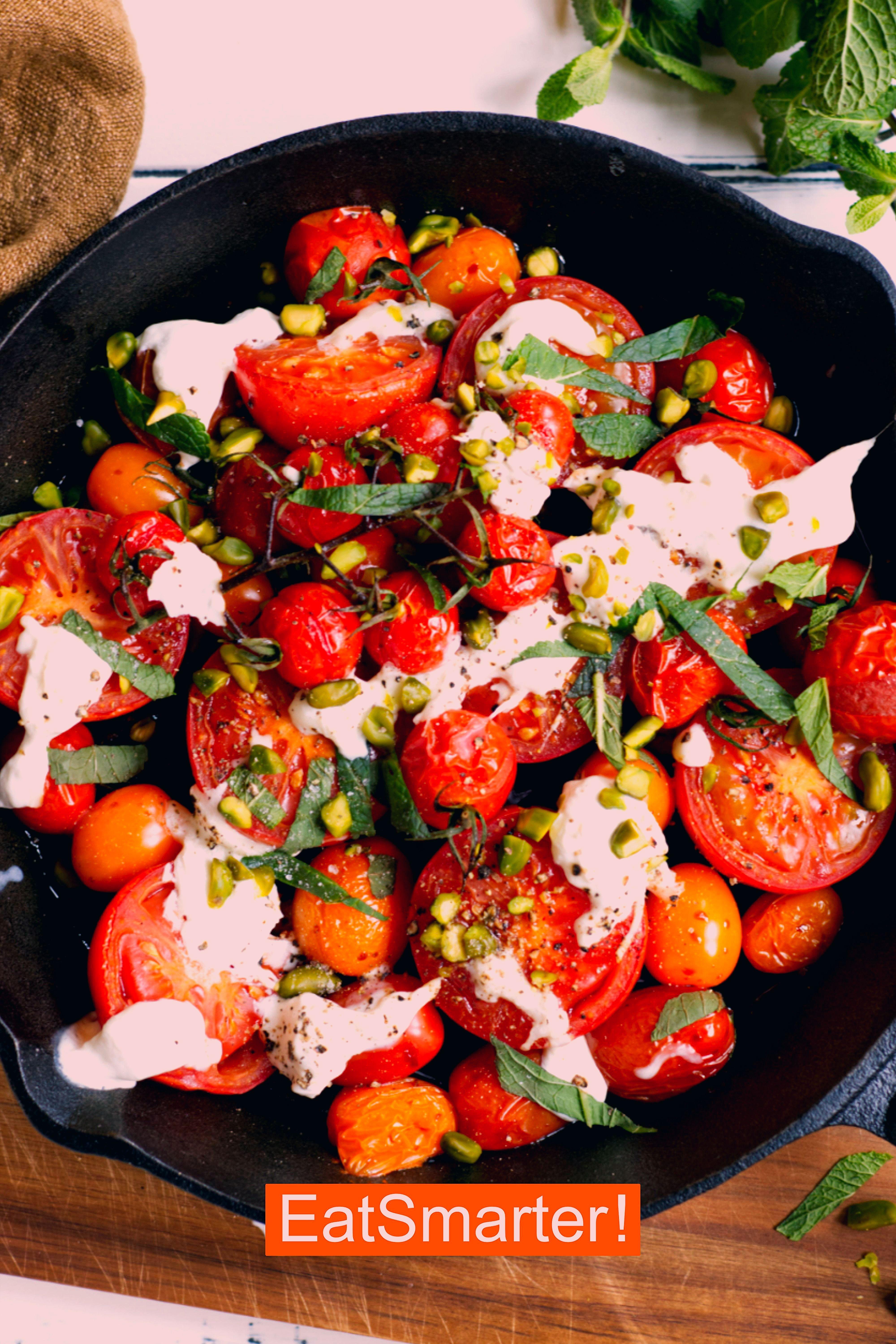 Photo of Ofengemüse-Rezepte: Honig-Ofentomaten mit Burrata und Pistazien | EAT SMARTER