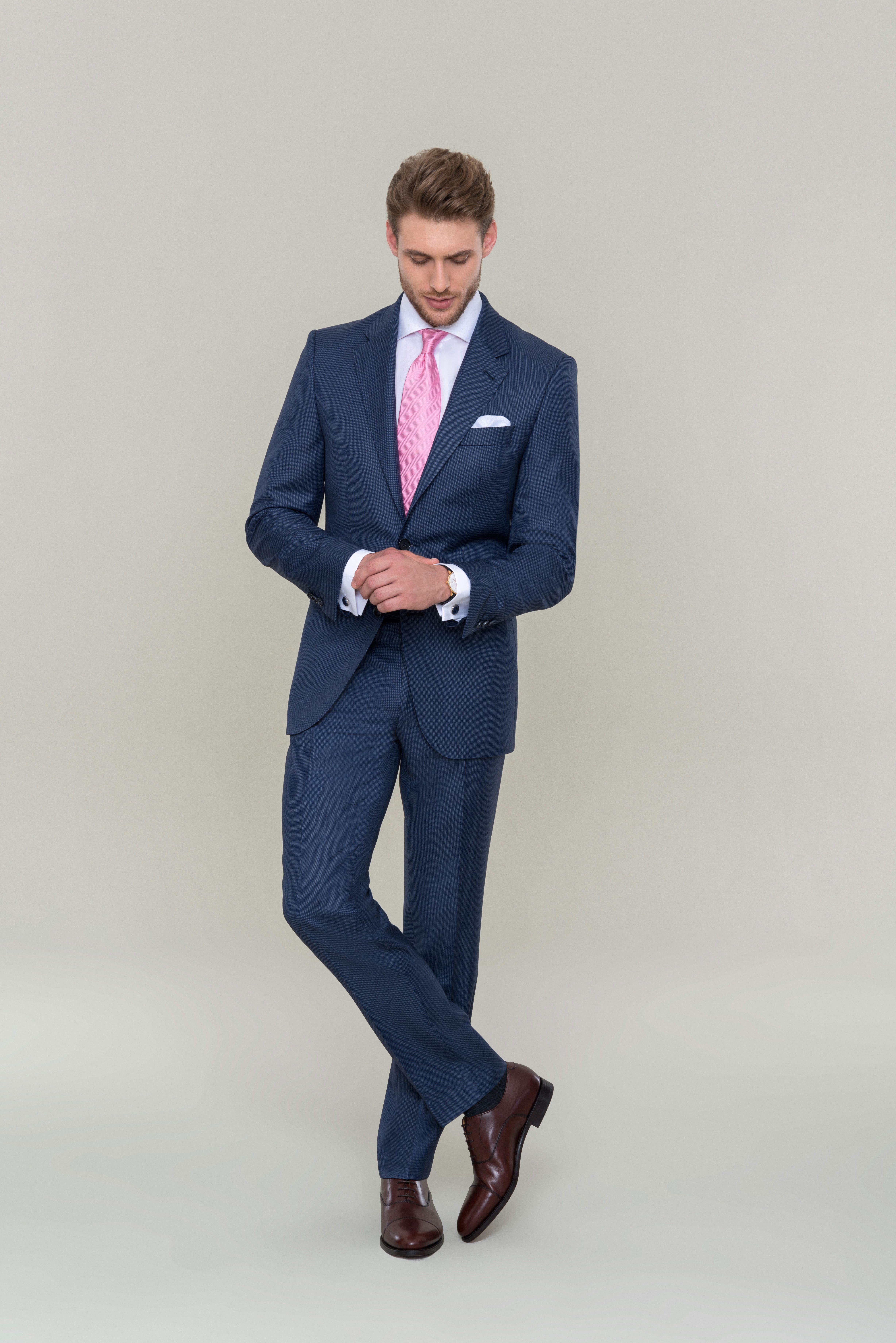 Gekleideter Extrem Mann Modisch