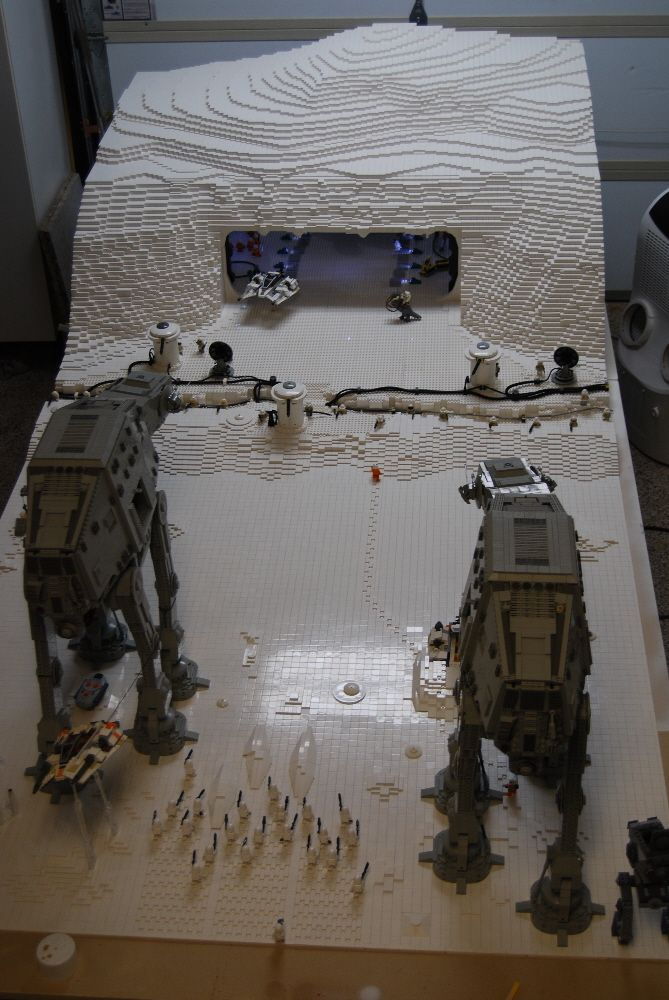 5x10-foot Hoth base diorama includes teeny tiny minifig footprints | The Brothers Brick