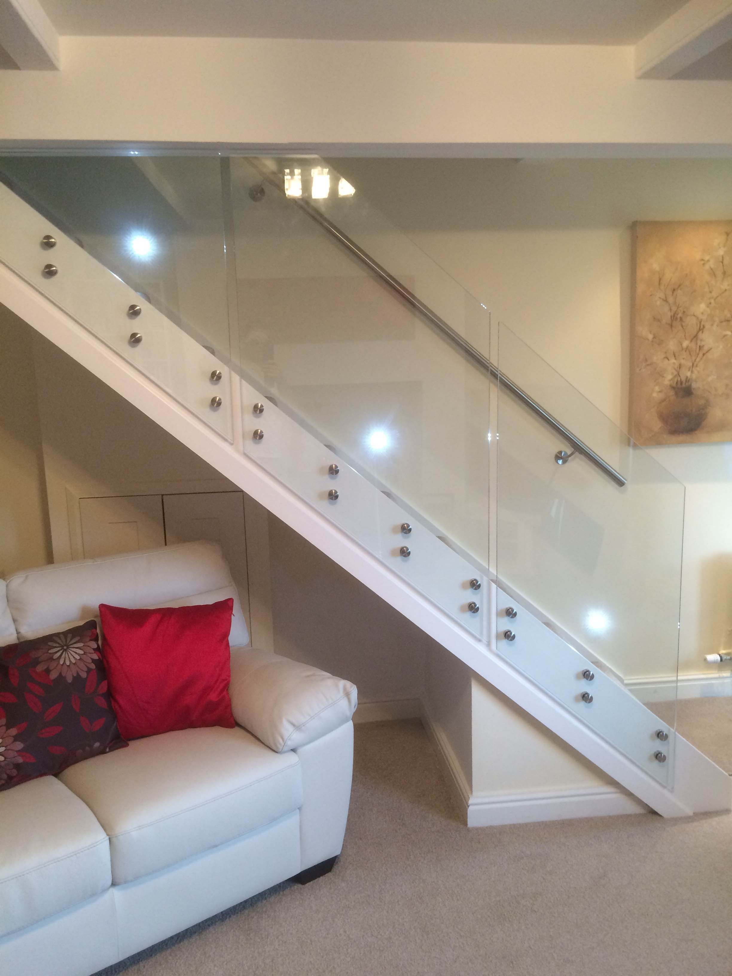 Side mounted glass staircase balustrade with wall fixed