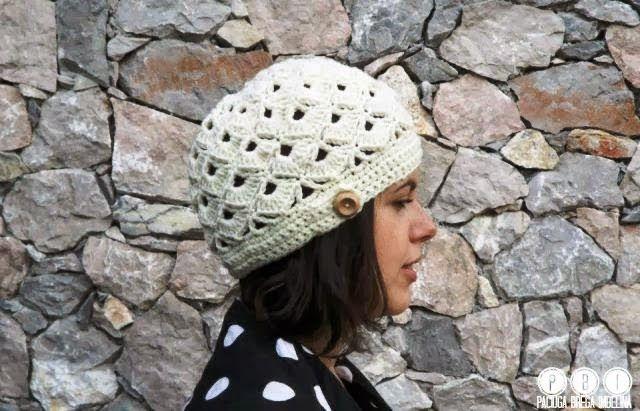 Hobby lavori femminili - ricamo - uncinetto - maglia  cappello donna ... 47677f248234